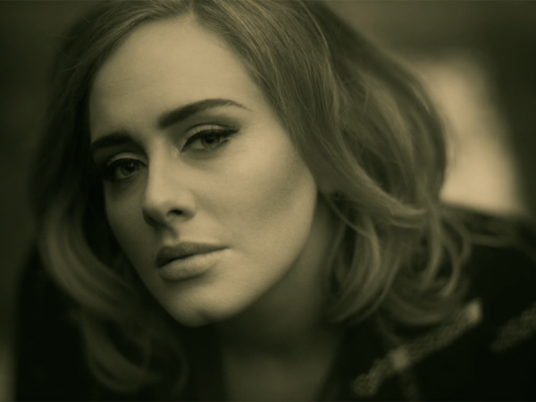 Ini yang Membuat Adele Menangis di Video Musik 'Hello'