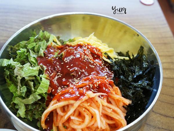 Hangatkan Diri dengan Sajian Mie Gandum Pedas Asal Korea, Bibimguksu