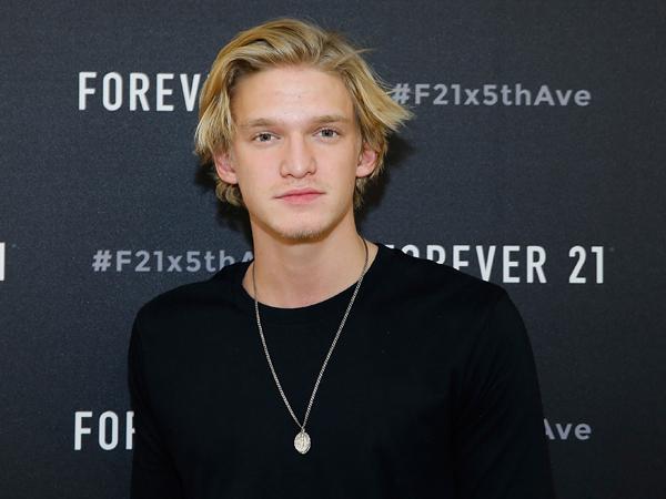 Putus dari Gigi Hadid, Cody Simpson Pilih Fokus Bermusik