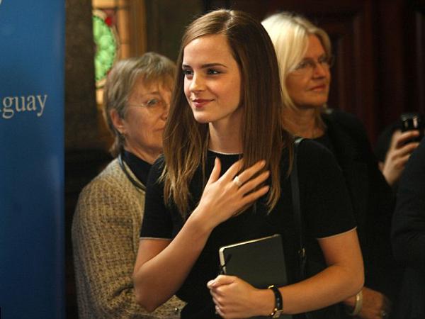 Jalani Peran Sebagai Duta Wanita PBB, Emma Watson Terbang Ke Uruguay