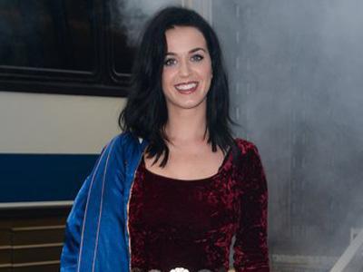 Promo Single Terbaru, Katy Perry Naik Truk 'Prism' Miliknya!