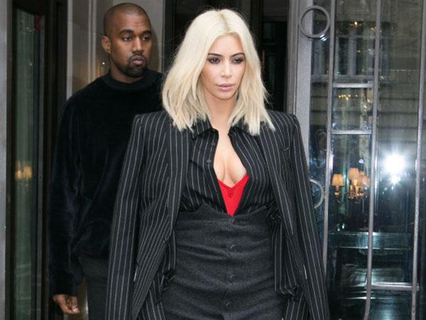 Hadiri Paris Fashion Week, Kim Kardashian Kenakan Outfit 'Aneh'