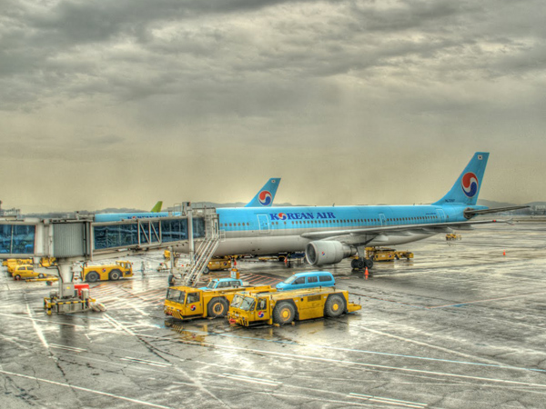 Pecah Ban Pesawat Jet, Landasan Pacu Bandara Jeju Korsel Ditutup