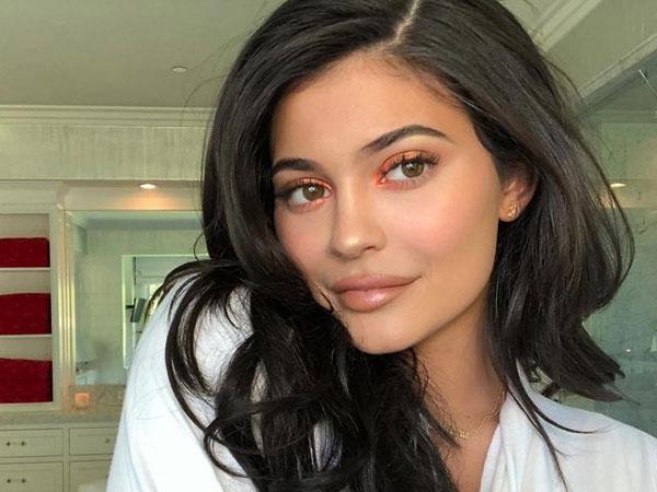 Intip Tutorial Make Up 34 Langkah ala Kylie Jenner!