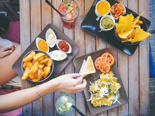 Buat Kegiatan Makan Siang Jadi Lebih Sehat dengan Trik Sederhana Ini