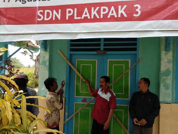 Tak Kunjung Ditepati Janjinya, 46 Sekolah di Pamekasan Terpaksa Disegel Warga