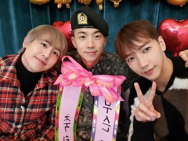 Wooyoung 2PM Sapa Fans Usai Wamil, Dapat Kejutan dari Nichkhun dan Jun.K