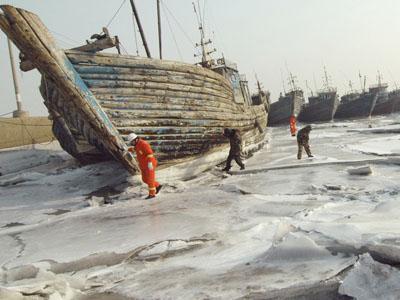 Seribu Unit Kapal di China Terjebak di Lautan Beku