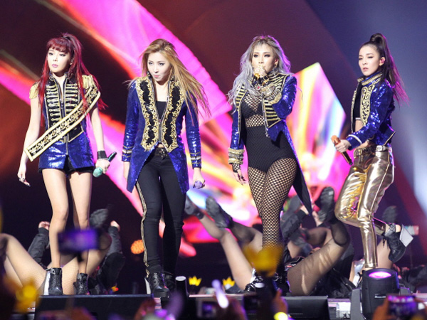 Ini Rahasia di Balik Kemunculan Tak Terduga Park Bom dan Member 2NE1 Lain di MAMA 2015