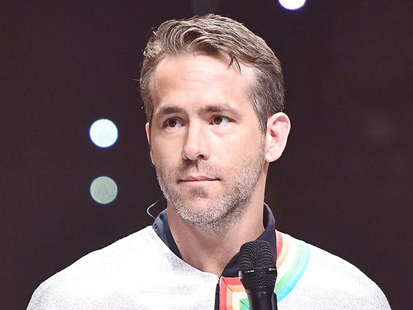 Dikira Donald Trump, Ryan Reynolds Sukses Kejutkan Publik Nyanyi di 'King of Masked Singer'