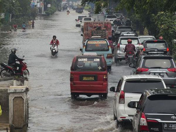 Diguyur Hujan Semalaman, Ini Ruas Jalan di Jakarta yang Tergenang Air