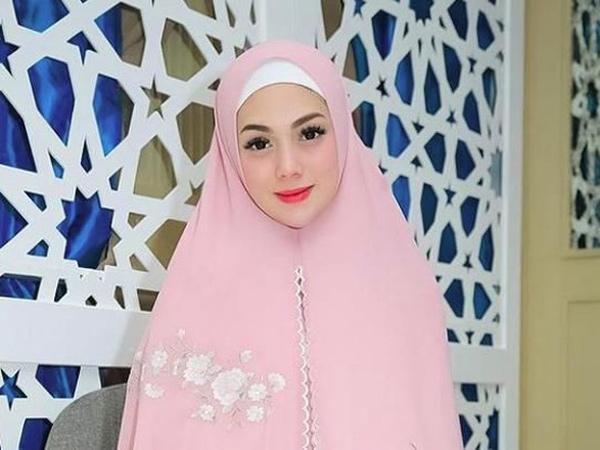 Non Muslim, Celine Evangelista Cantik Berhijab Selama Ramadhan