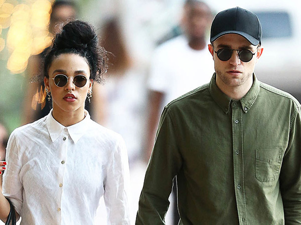 Ini Alasan Robert Pattinson dan FKA Twigs Tunda Pernikahan