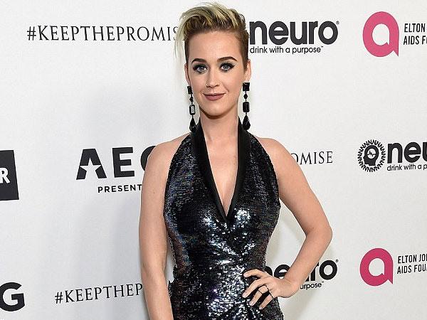 Bikin Haru, Katy Perry Beri Tribute Spesial untuk Penggemarnya yang Meninggal Dunia