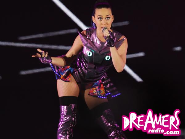 Sajian Konser Megah dan Berkualitas dari Katy Perry di 'Prismatic World Tour Jakarta'