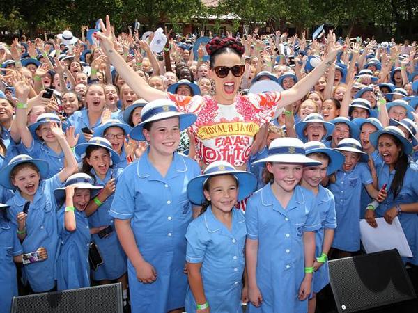 Konser di Australia, Katy Perry Juga Bagikan Uang Ratusan Juta untuk Sekolah Musik!