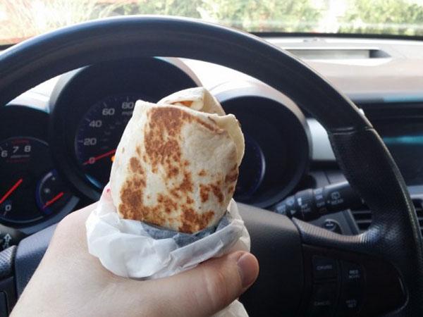 Banyak Pasangan di Malaysia Bercerai karena Kebiasaan Makan di Mobil?