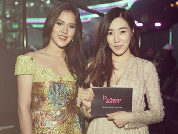 Cantiknya Raisa dan Tiffany SNSD Saat Foto Bersama di 'Influence Asia Awards 2015'