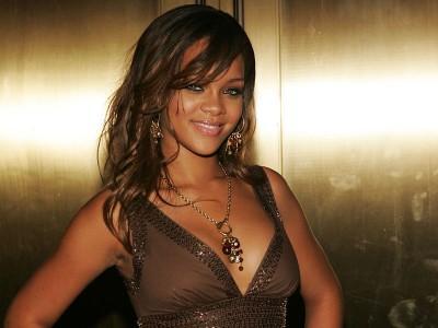 Rihanna Tertangkap Basah Tak Ganti Baju