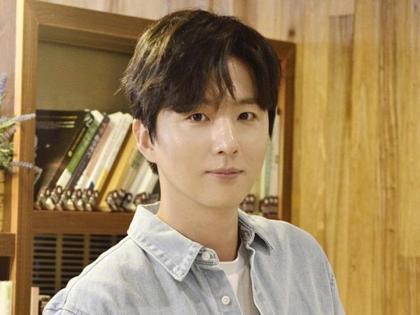 Shin Dong Wook Ungkap Perjuangan Lawan Penyakit Kronis