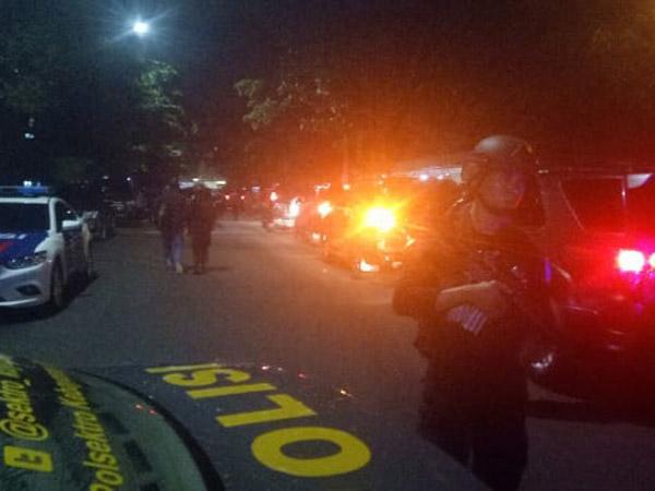 Suasana Mencekam di Blok M Akibat Seorang Teroris Menikam Polisi Membabi Buta
