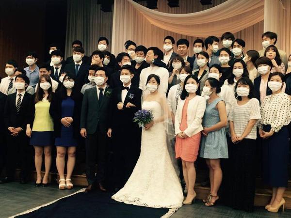 Ketakutan MERS, Pernikahan di Korea Ini Jadi Pesta 'Masker' Bagi Mempelai dan Tamu