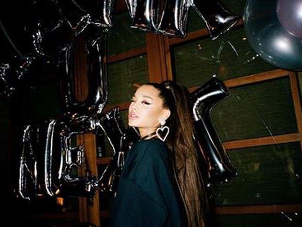 Begini Cara Unik Ariana Grande Rayakan Grammy Awards 2019 di Rumah