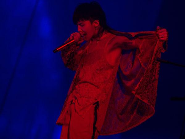 Pesona Berbeda G-Dragon dan Kwon Jiyong di Konser 'Act III M.O.T.T.E World Tour in Jakarta'