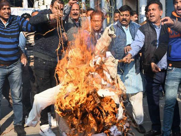 Sungguh Kejam, Korban Pemerkosaan Massal India Dibakar Hidup-hidup Menuju Pengadilan