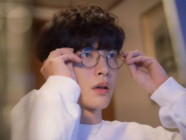 Pesona Lee Min Ki Jadi Penulis Naskah Judes tapi Imut di 'Oh! Master'