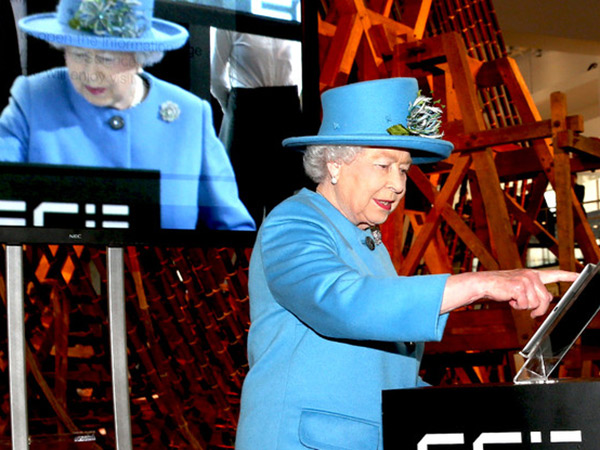 Ratu Elizabeth II Bergabung di Twitter! Apa Isi Tweet Pertamanya?