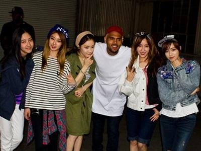 Bertemu Chris Brown, T-ARA N4 Didampingi 18 Bodyguard!