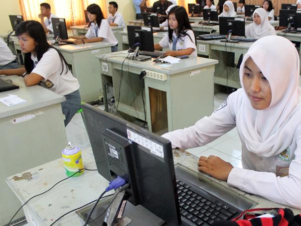 Listrik Padam Ganggu Konsentasi Siswa Kerjakan UN 2015 Berbasis Komputer