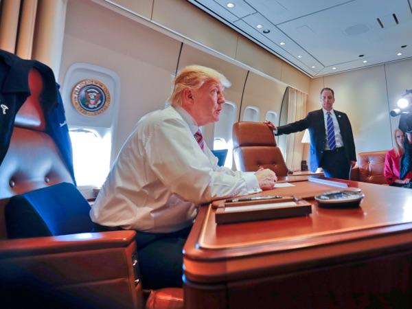 Pesawat Kepresidenan Akan Dipasang Kulkas 307 Miliar, Trump Makan Omongan Sendiri?