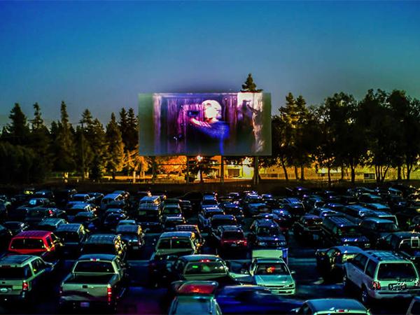 Menikmati Keseruan Nonton Film Dalam Mobil di Taman Hangang, Drive-in Theatre