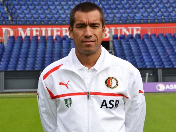 Feyenoord Resmi Tunjuk Pelatih Berdarah Indonesia