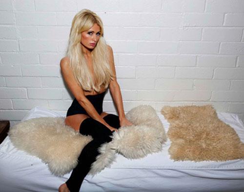 Paris Hilton Kembali Tampil Topless