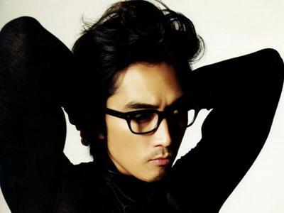 Wah, Song Seung Heon Pamer Abs Seksinya di Twitter