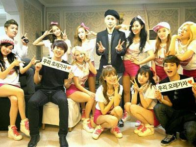 Beri Dukungan, Keluarga SM Entertainment Hadir di Pembukaan World Tour SNSD