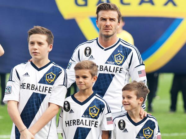 David Beckham Lebih Suka Putranya Bermain untuk Arsenal Ketimbang MU?