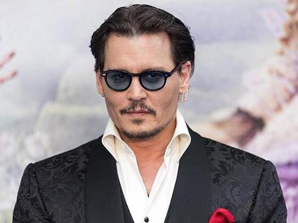 Gugat Media Inggris, Johnny Depp Dapat Pembelaan Mantan Kekasih
