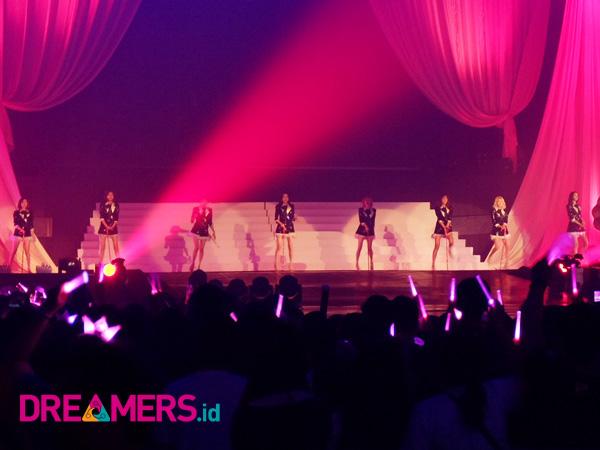 SNSD Hidupkan Kembali 'Lautan Pink' Di Jakarta Setelah 3 Tahun Tak Jumpa!