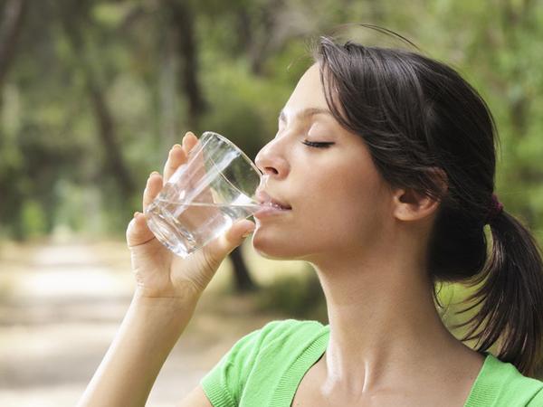 Anjuran Minum 8 Gelas Air dan Tips Kesehatan Lainnya yang Ternyata Mitos Belaka