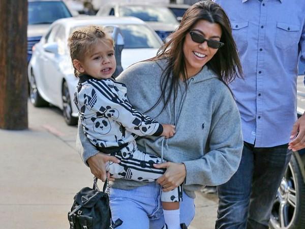 Anak Bungsu Kourtney Kardashian, Reign Dissick Beri Jari Tengah Untuk Paparazzi