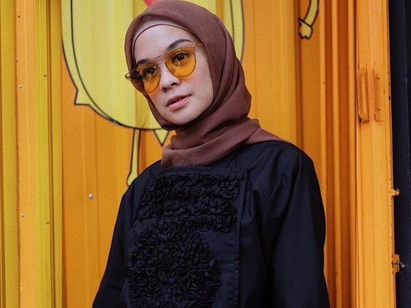 Contek Inspirasi Gaya Berhijab Fashionable Tantri Istri Haykal Kamil yang Baru 'Berhijrah'