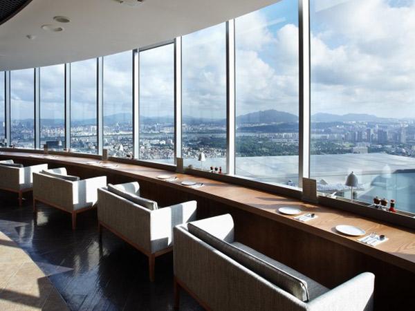 Nikmati Suasana Romantis dan Pemandangan Indah Kota Seoul dari Restoran di Namsan Tower Ini