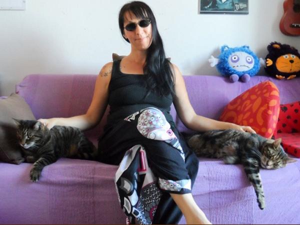 Duh, Wanita Ini Nikahi Dua Kucing Sekaligus!