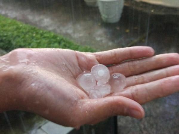 Prediksi Hujan Es Batu Juga Bisa Terjadi di Dataran Rendah