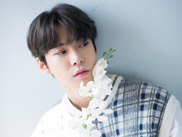 Doyoung NCT Berikan Hadiah Romantis untuk Penggemar di Hari Chuseok
