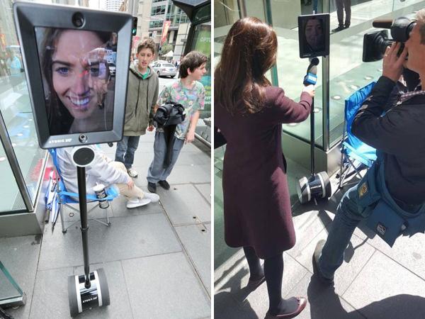 Sebuah Robot Ikut Antre Beli iPhone 6S di Apple Store Sydney